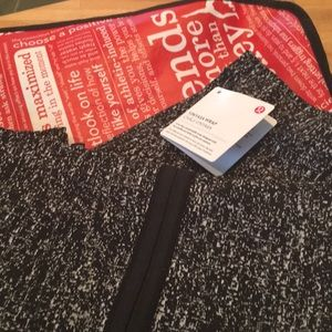 NWT lululemon Black & White Vinyasa Wrap
